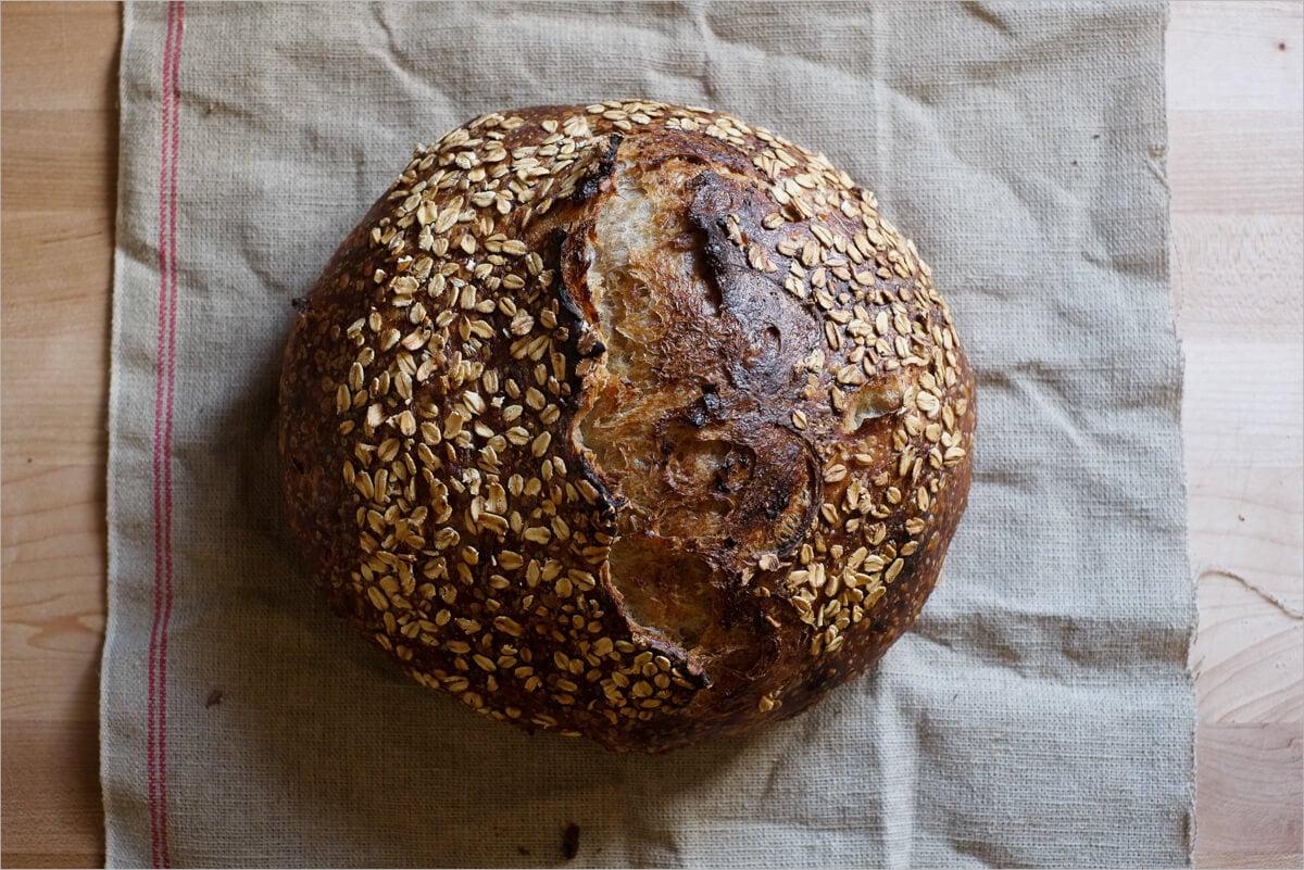 Oat porridge bread with incredible crust