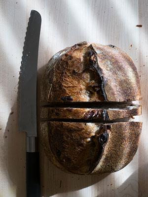 Razor sharp bread knife