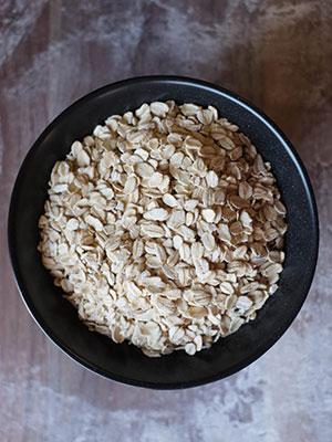 Regular rolled oats for porridge