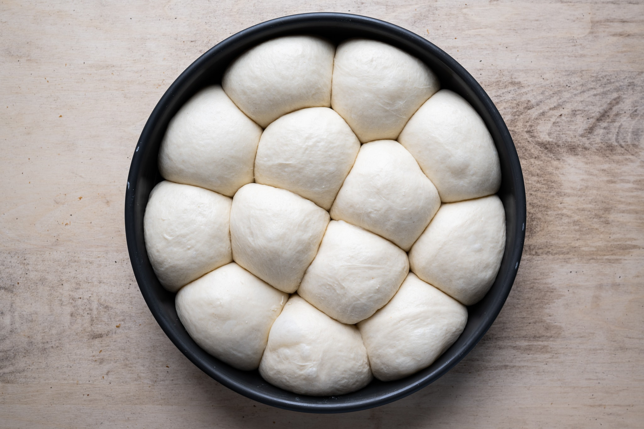 Shaping buns and rolls