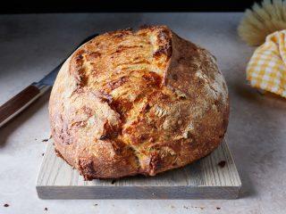 Jalapeño-cheddar sourdough bread crust